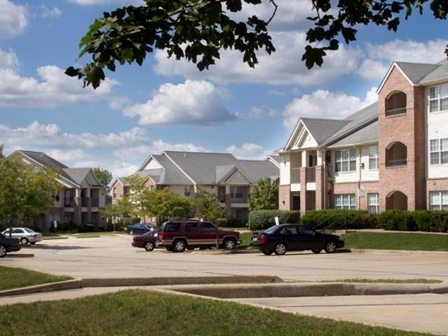 The Waterford At Portage Trail Apartments photo #1