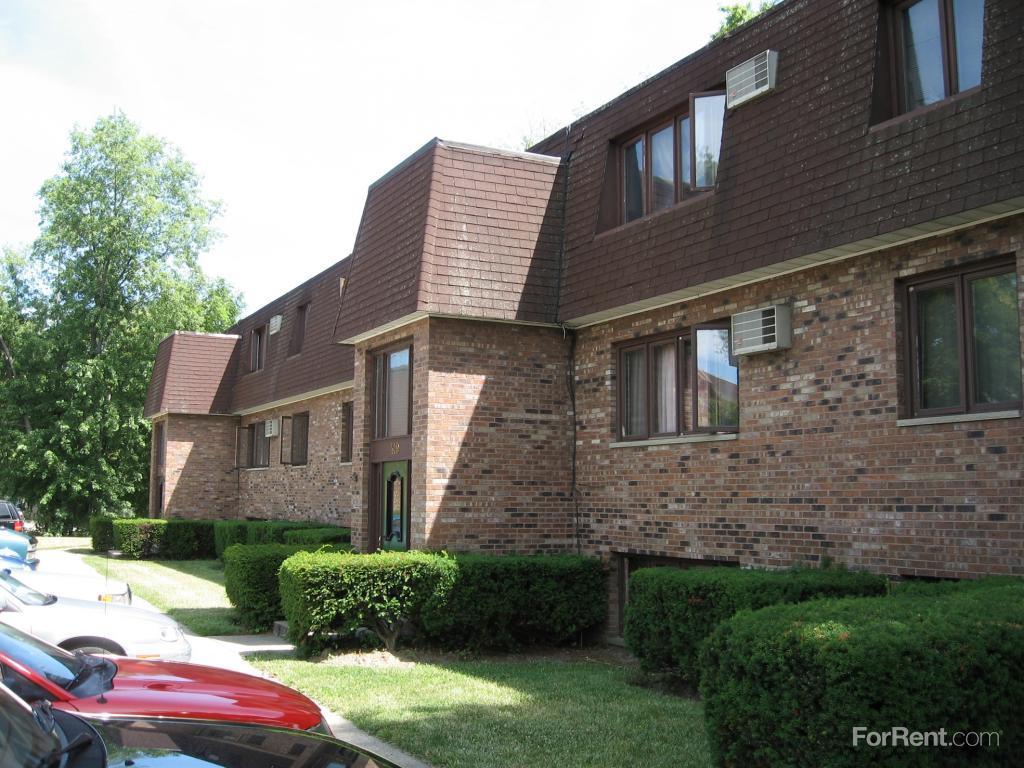 Garden Walk Apartments: Garden Park Apartments, Waukegan IL