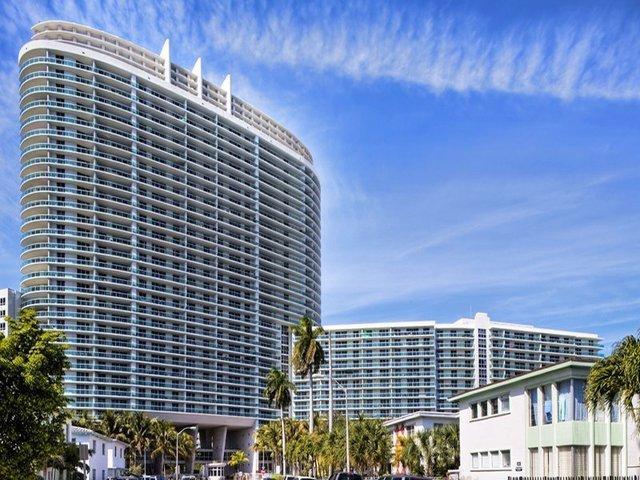 Flamingo South Beach Center Tower Apartments Photo 1