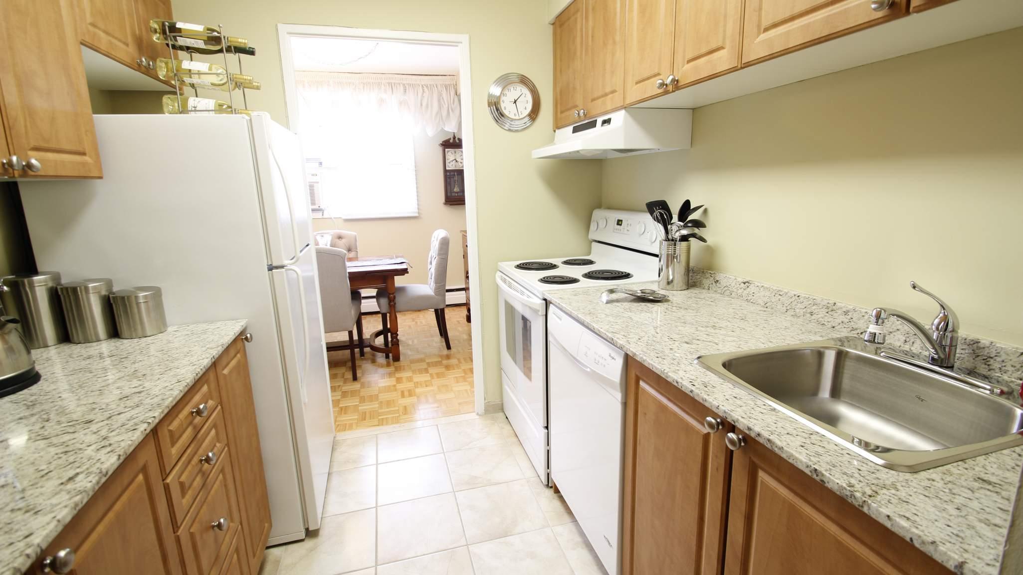 Lamplighter apartments ottawa on walk score for Lamp lighter apartments