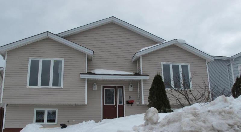5 Penney Cres photo #1