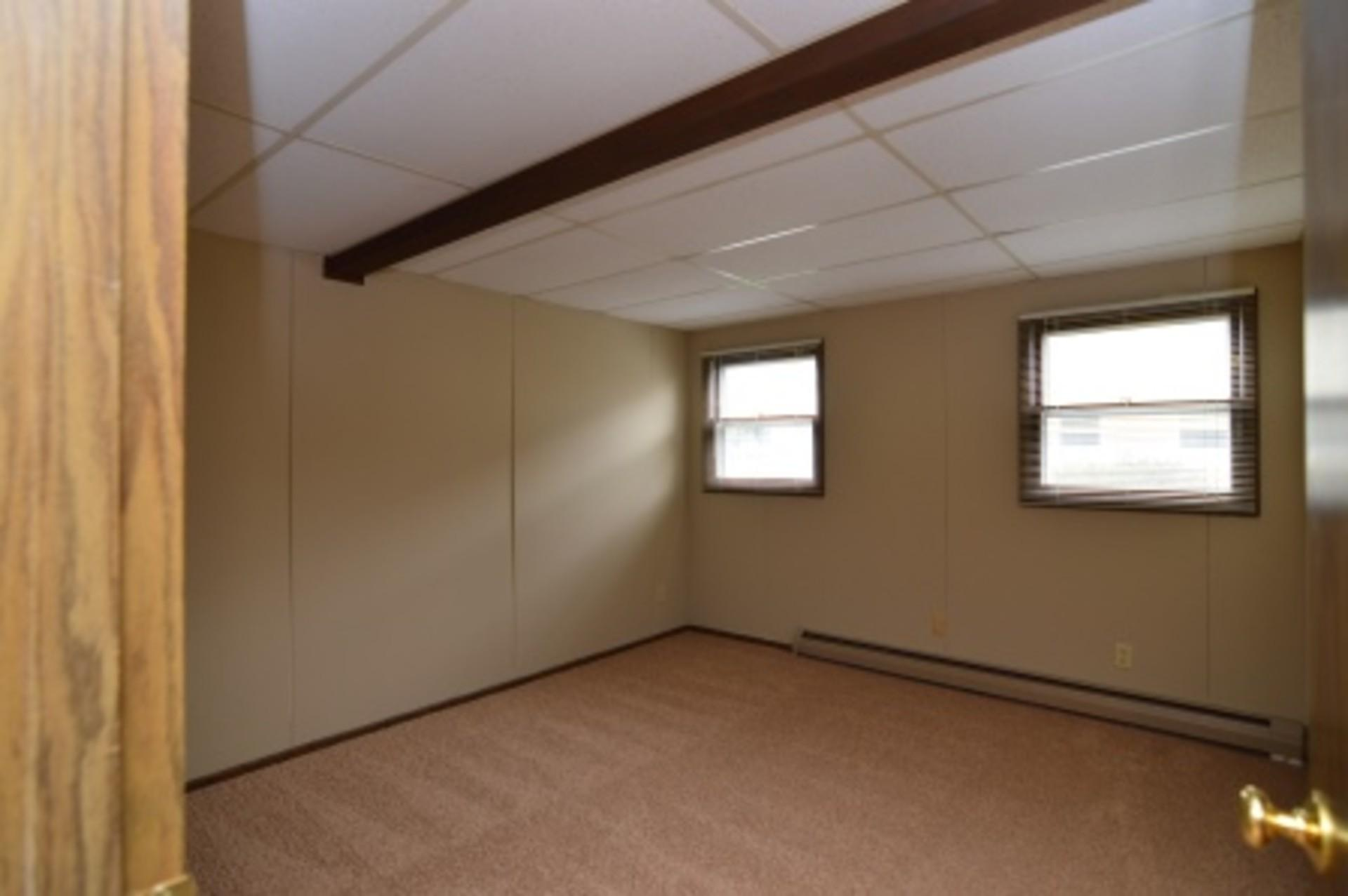 Huge and well kept 1BR has loads of space and p...