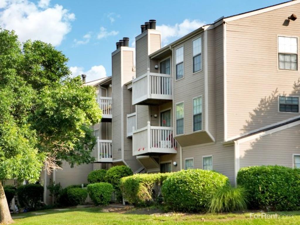 The Retreat at Woodridge Apartments photo #1