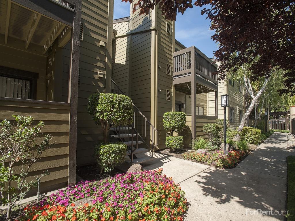Copper Creek Apartments photo #1