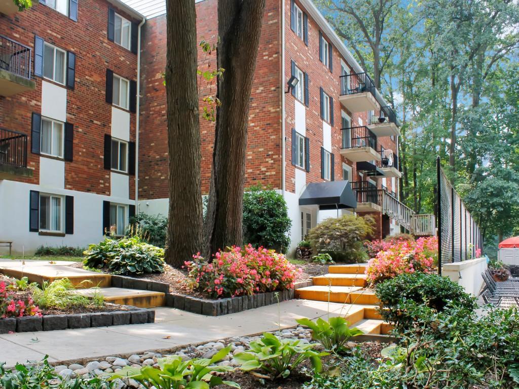 Foxwood Apartments photo #1