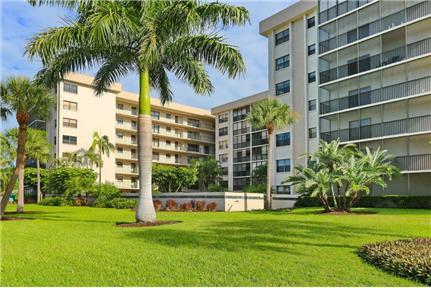 Lido Beach Unfurnished 2/2 Condo