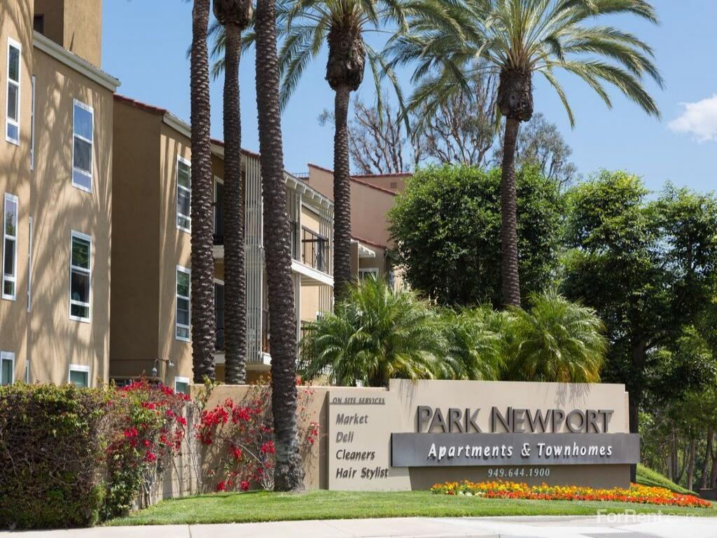 Park Newport Apartments photo #1