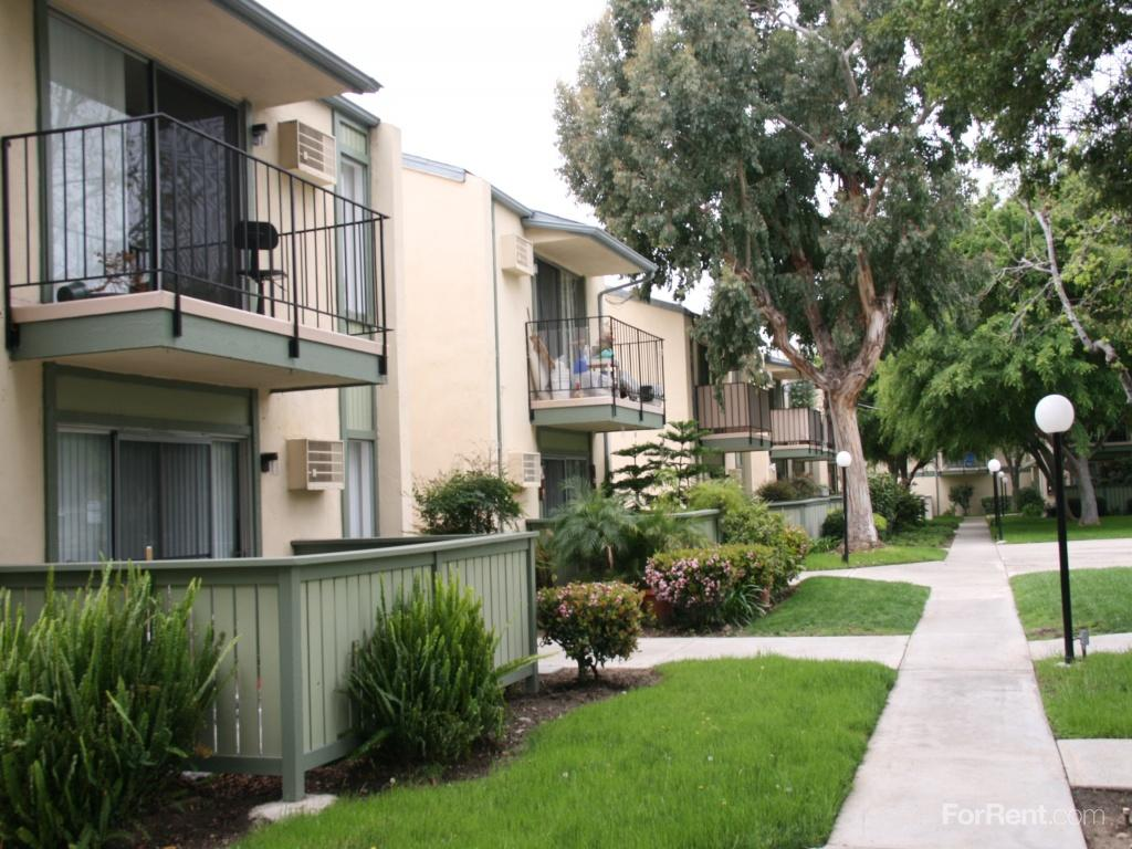 Orangewood villa apartments orange ca walk score for Villas apartments