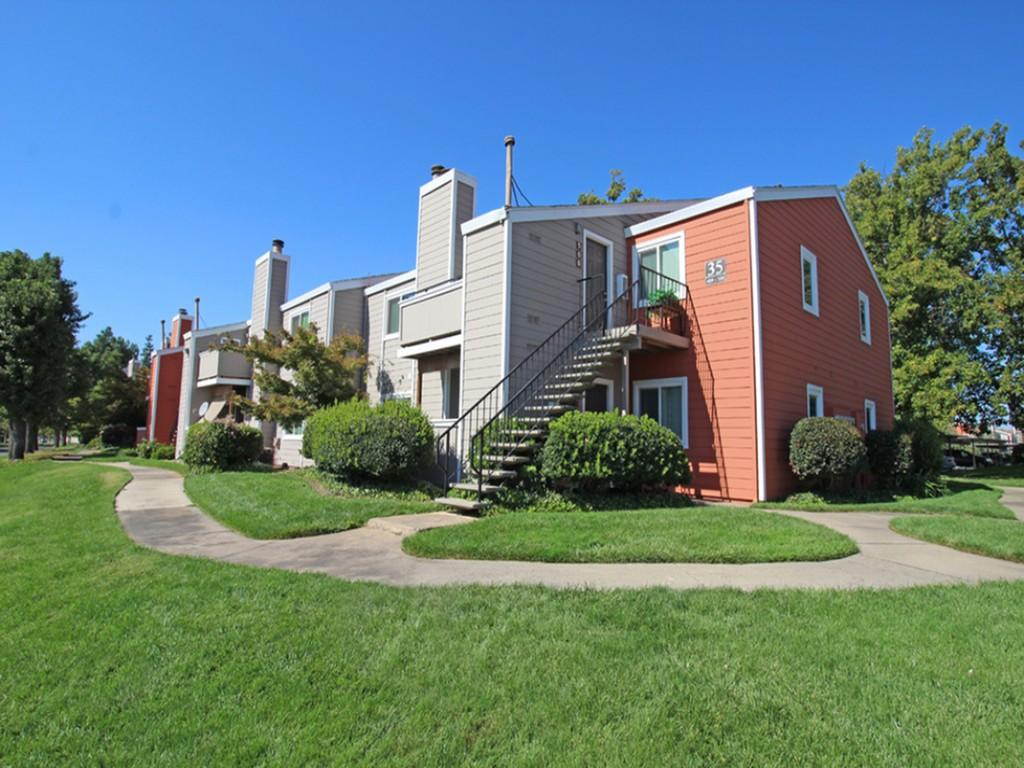 Chesapeake Commons Apartments photo #1