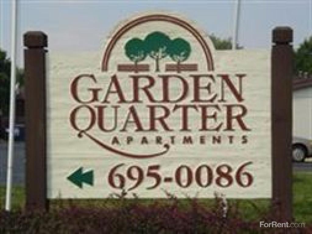 Garden Walk Apartments: Garden Quarter Apartments, Elgin IL