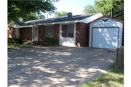 NICE BRICK, 3 BEDROOM HOUSE, $850.00 MONTH - Burkburnett NICE 3 BD ROOM 1