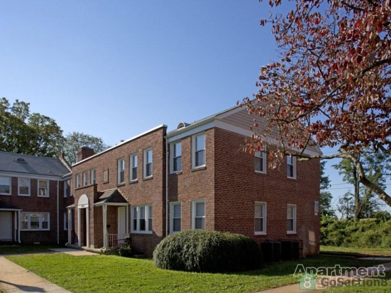 The Courtyard at Clarks Apartments photo #1