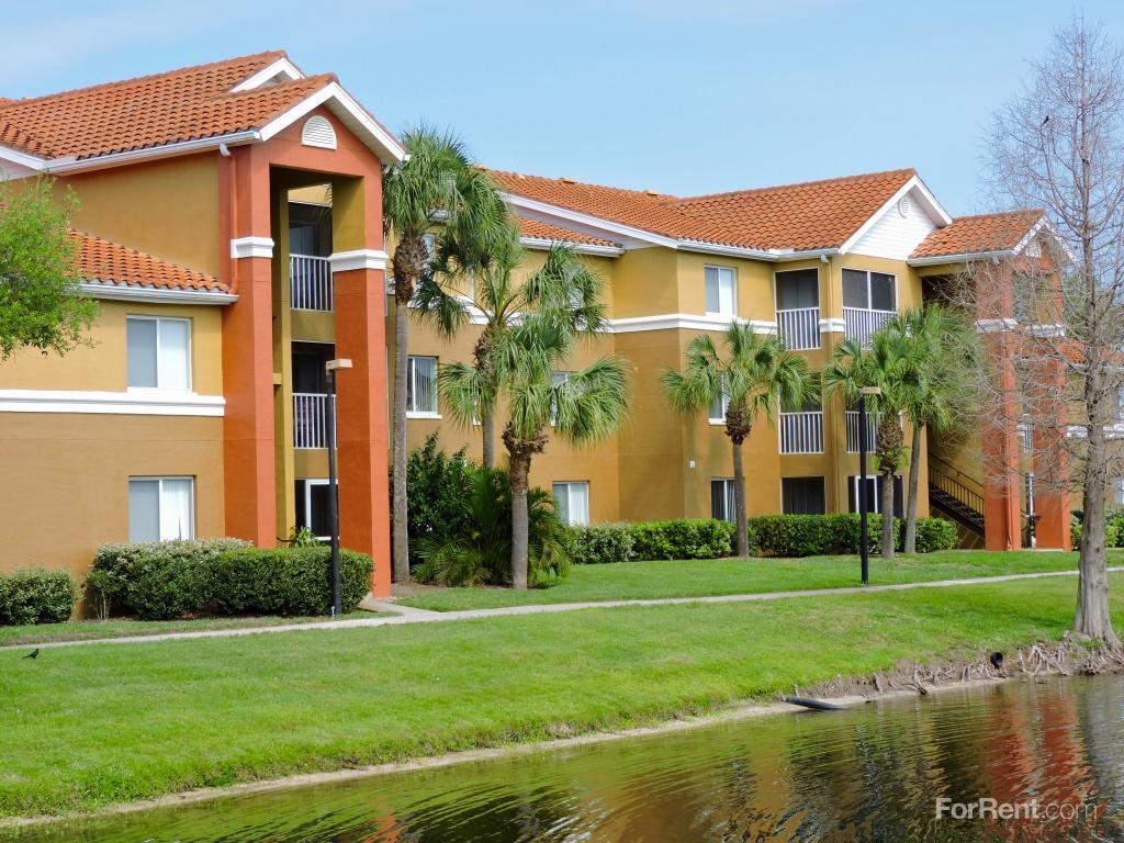 Gateway Lakes Apartments photo #1