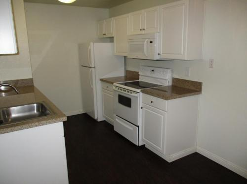 Two BA $1,190/mo - Convenient Location. P... Apartments photo #1
