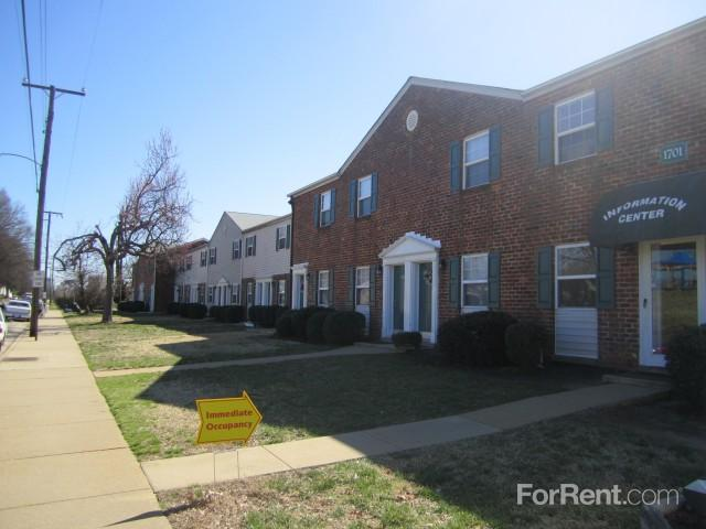 Colorado / Lakeview Manor Apartments photo #1