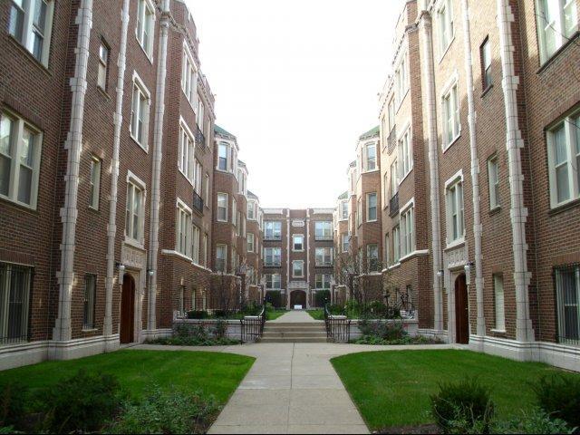 5034-5046 S. Woodlawn Avenue Apartments photo #1