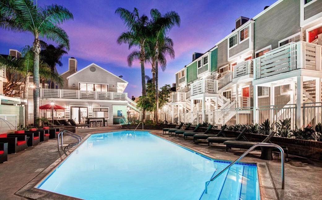 Huntington breakers apartments huntington beach ca walk score for 1 bedroom apartments in huntington beach ca