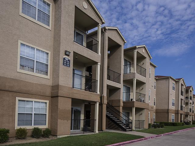 Landmark At Courtyard Villas Apartment Homes Apartments Mesquite TX Walk S