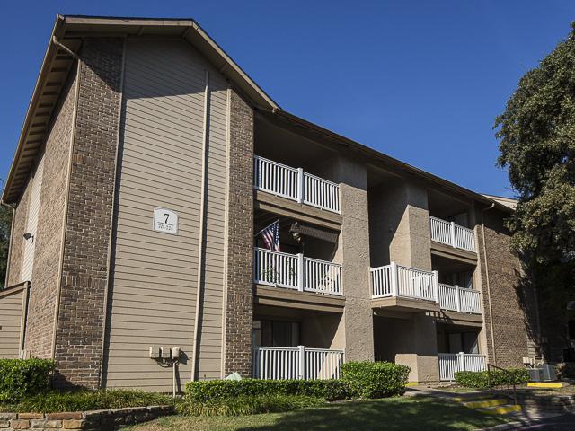 Landmark at rosewood apartment homes apartments dallas tx for Rosewood home builders