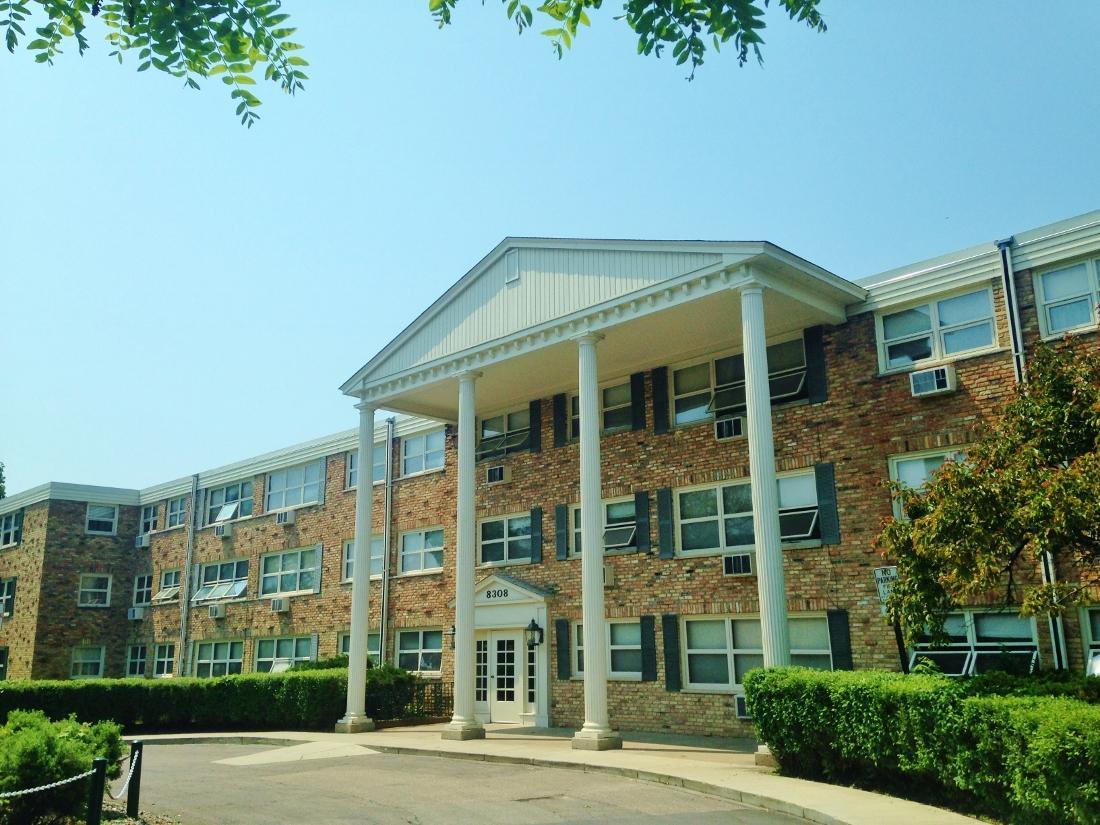 Aquila Park Apartments photo #1