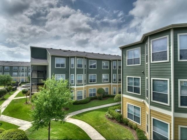 The Estates at Hollister Apartments photo #1