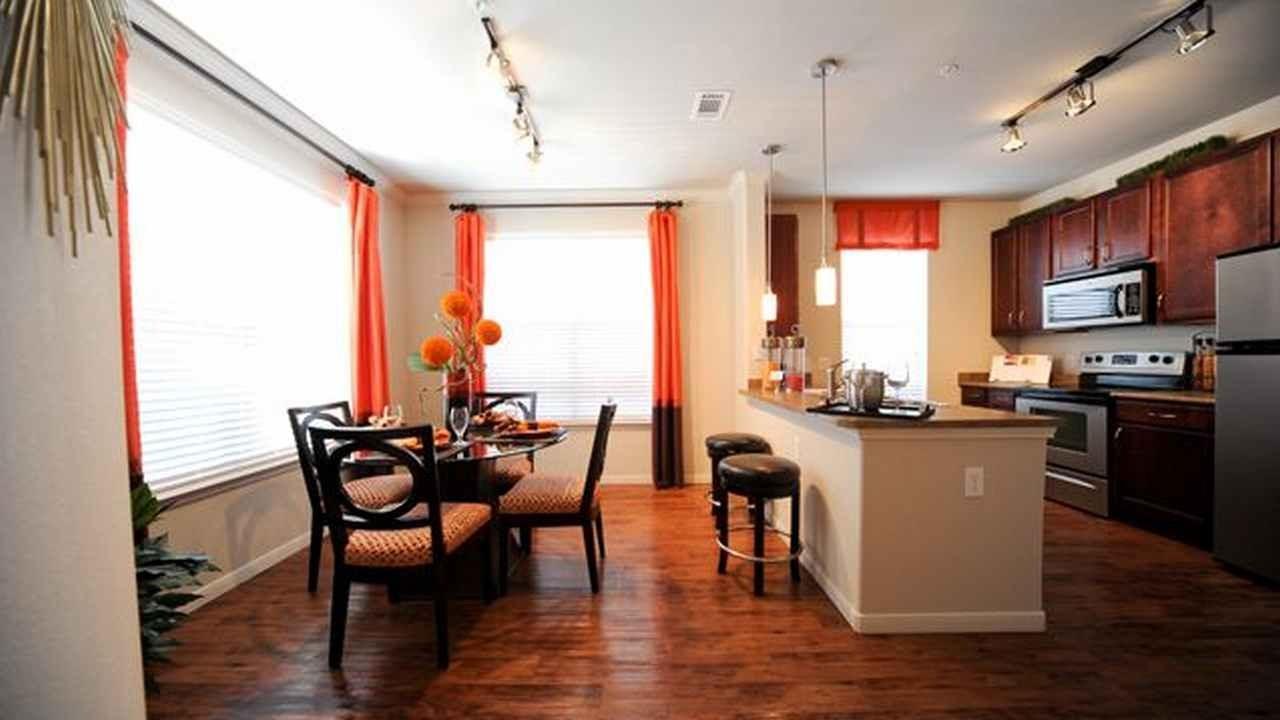 10851 Montfair Blvd Apartments photo #1