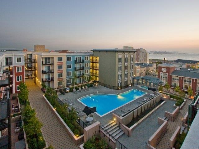 AVE Emeryville at Bay Street Apartments photo #1