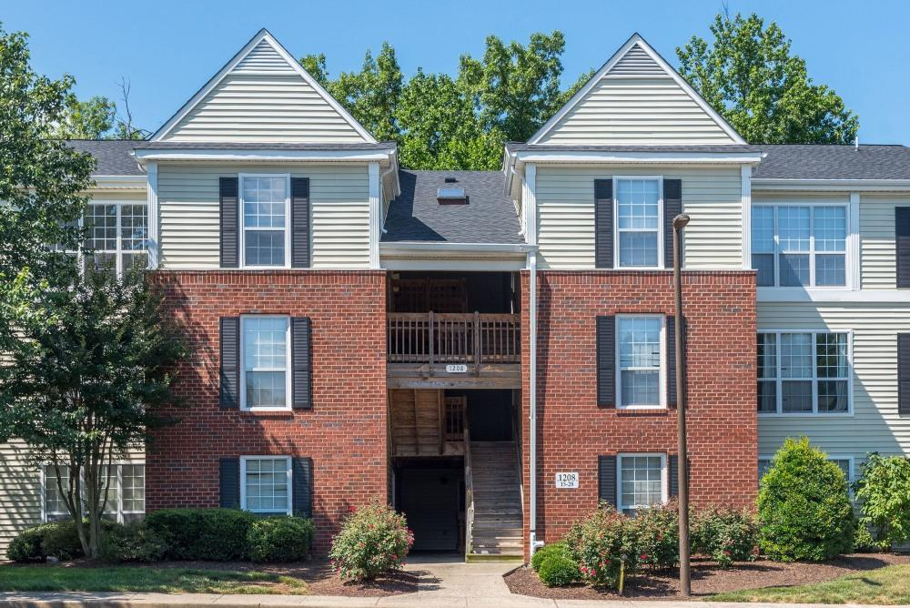 Townsend Square Apartments photo #1