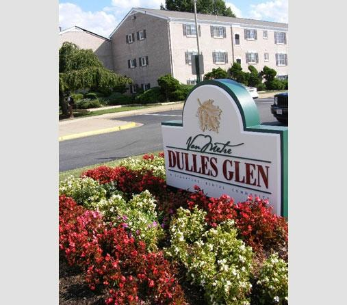 Dulles Glen Apartments photo #1