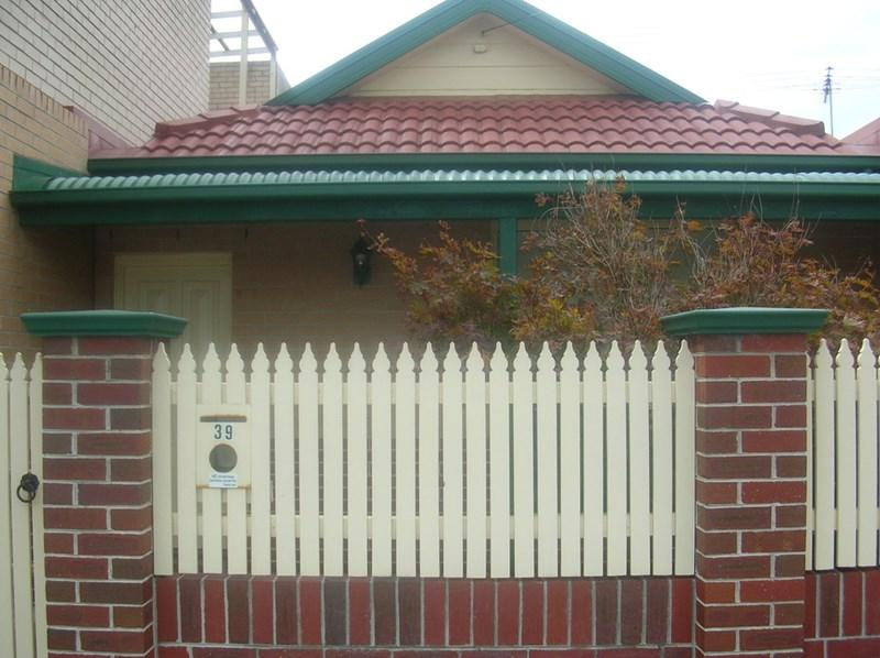 39 Armstrong Road photo #1