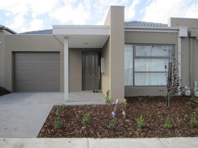 15 Bottlebrush Road photo #1