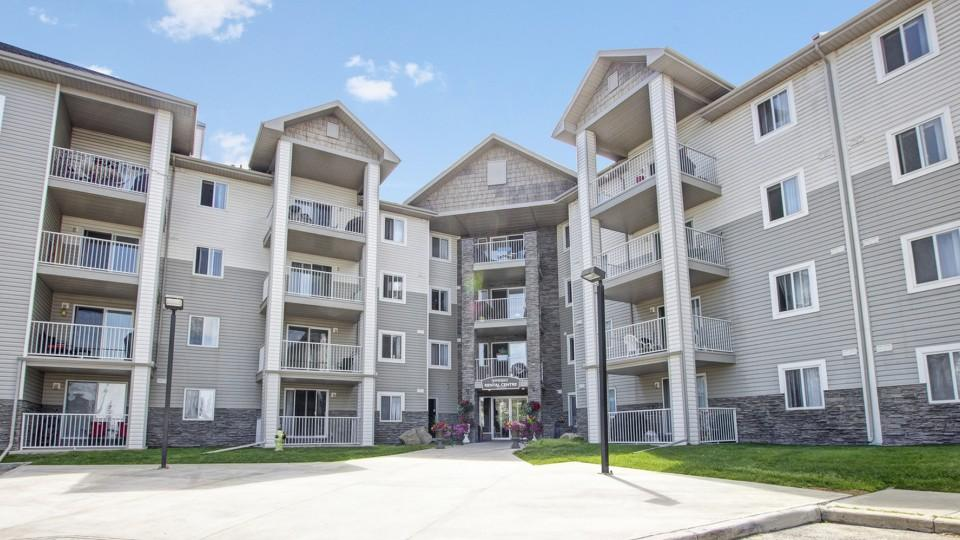 Somerset Pointe Apartment Homes Apartments, Calgary AB ...