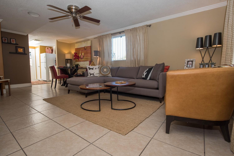 Bungalow Oaks Apartments photo #1