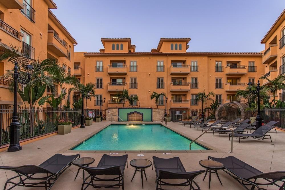 Playa Del Oro Apartments photo #1