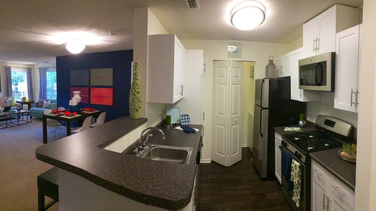 Alister Quincy Apartments photo #1
