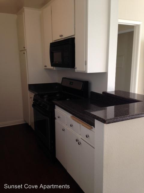 Sunset Cove 1445 Bayview Dr. #206 Apartments photo #1