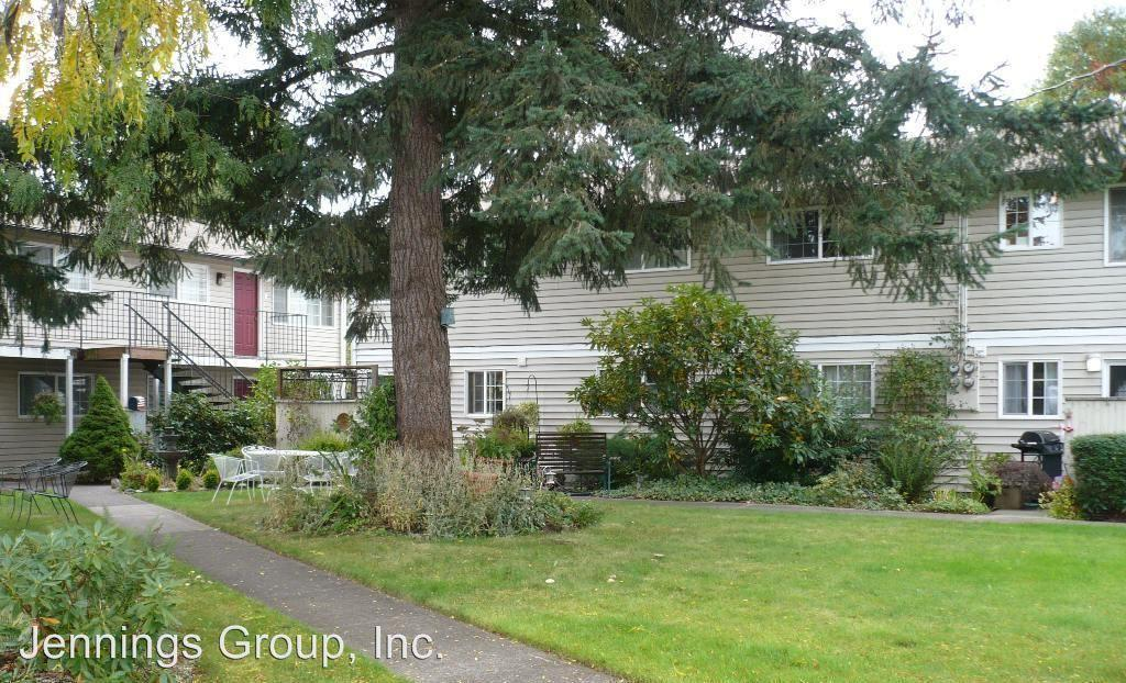 2685 Oak St. #7 - Oak Terrace Apartments - Lovely complex with mature landscaping conveniently located close to shopping and bus line