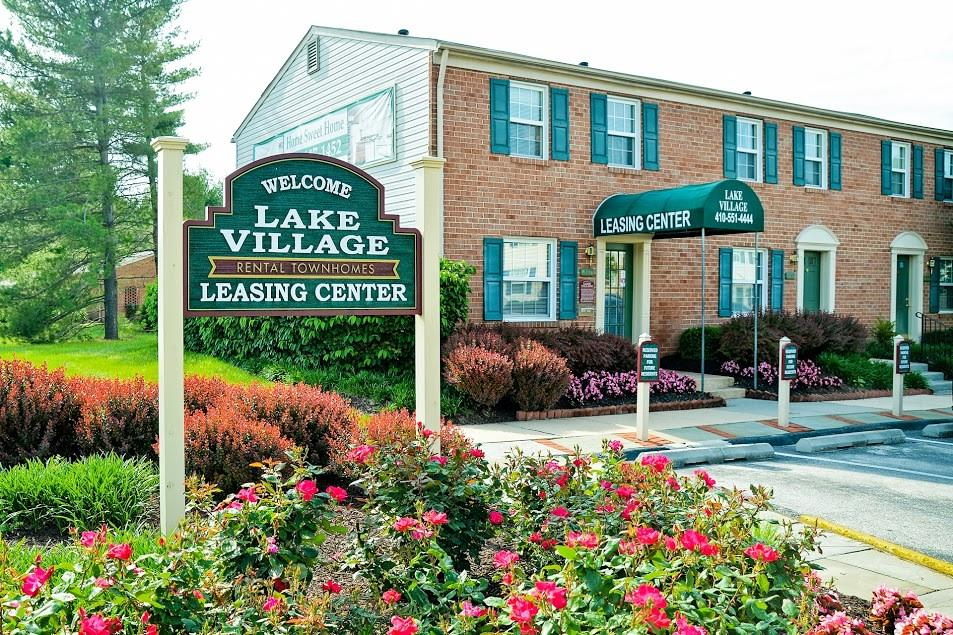Lake Village Townhomes Apartments photo #1