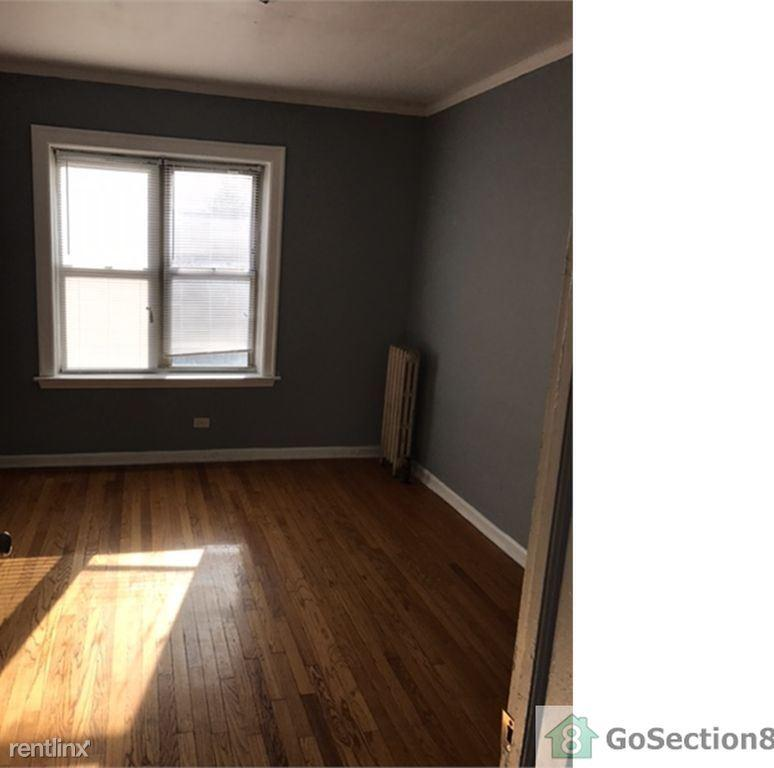 Leasing Apartments photo #1