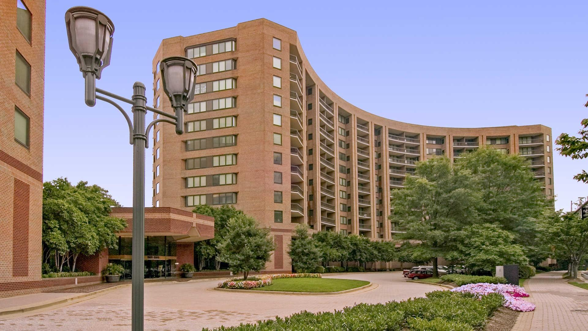 Water Park Towers Apartments photo #1