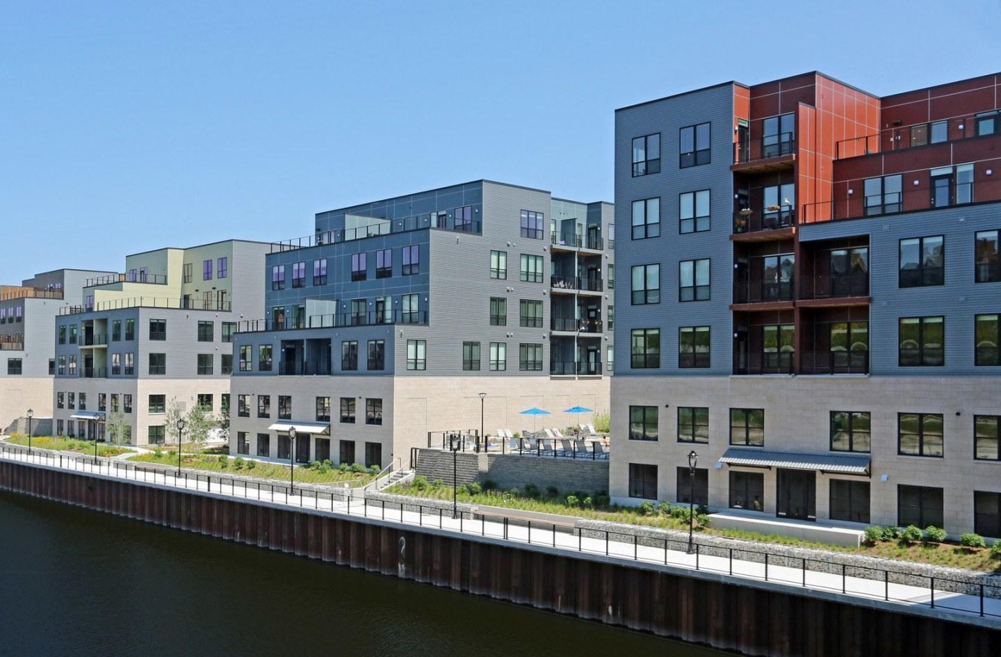 River House Apartments photo #1