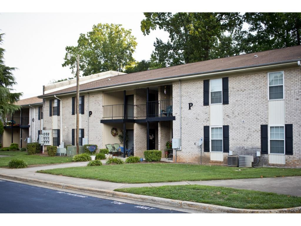 Chesterfield Apartments photo #1