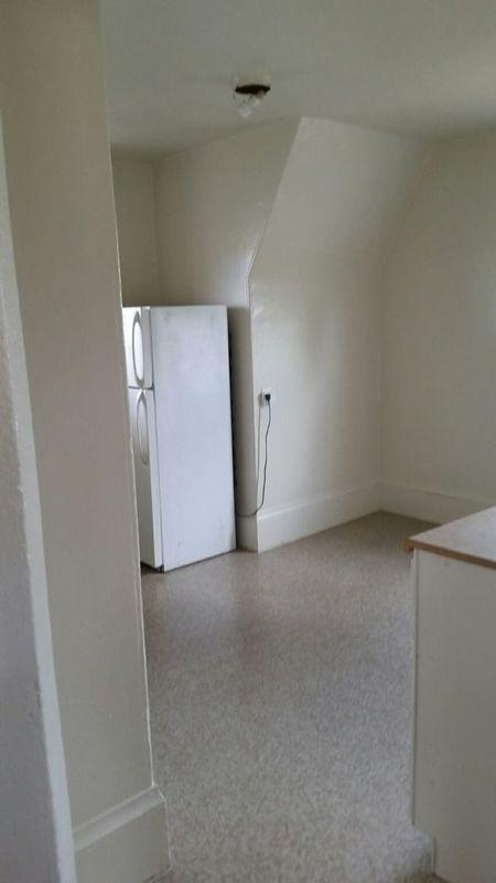 Upper walk-up in charming older duplex with locked entry. - Upper Walk-up In Charming Older Duplex With Locked Entry