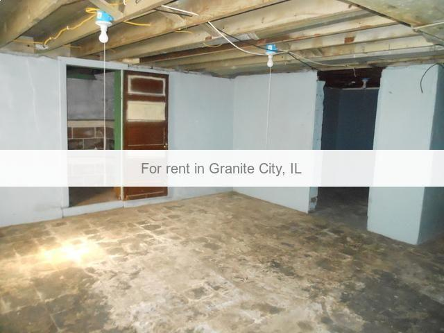 2 BR home in Granite City, IL. Single Car Garage!