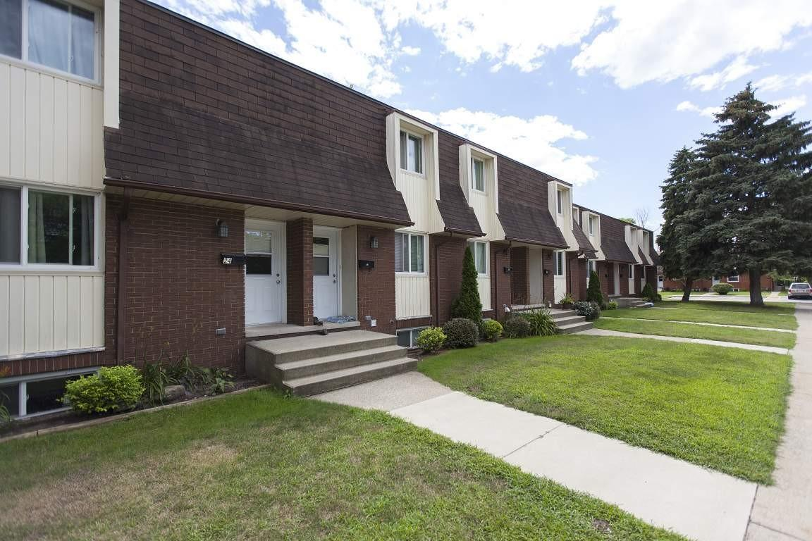 Pontiac Court Townhomes Apartments