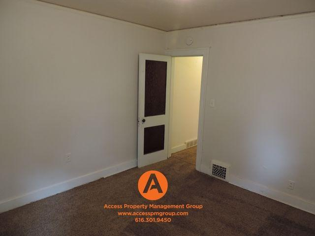 Upper Duplex Large Rooms And 3 Season Porch!