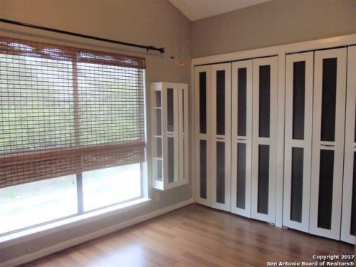 Gorgeous freshly painted garden home in great convenient neighborhood.
