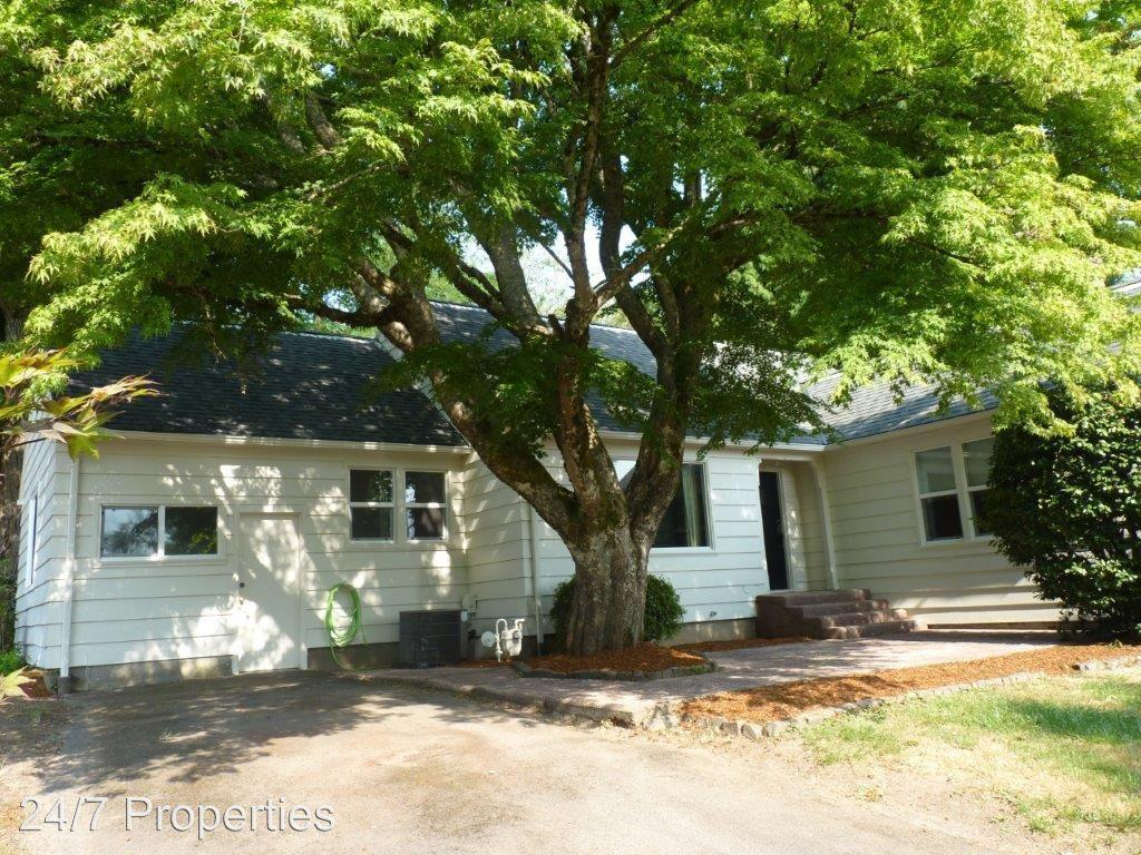 12231 SW Orchard Hill Road photo #1