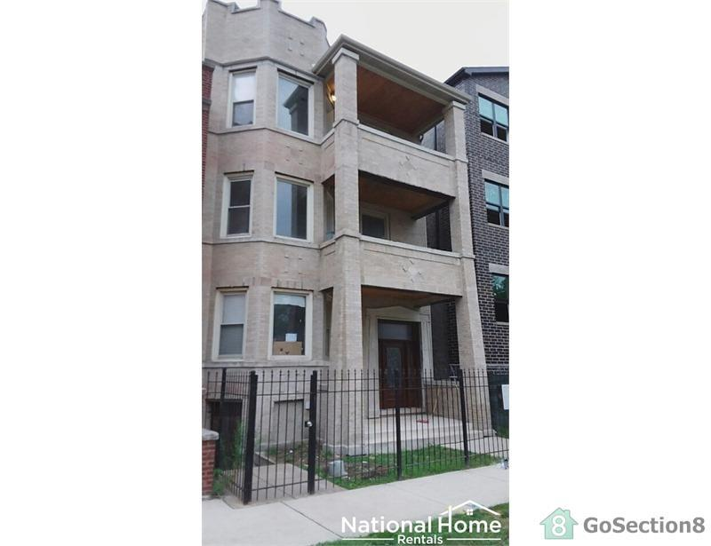 Two blocks from the University of Chicago! Apartments photo #1