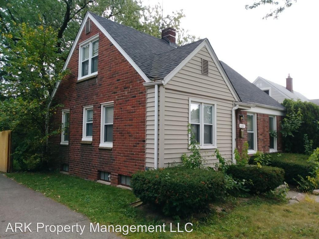 1097 Meadowbrook photo #1